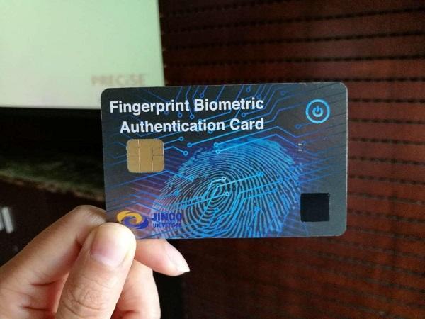 世界上第一张带指纹识别的信用卡问世